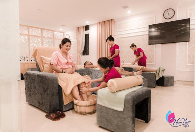Massage foot kết hợp bấm huyệt